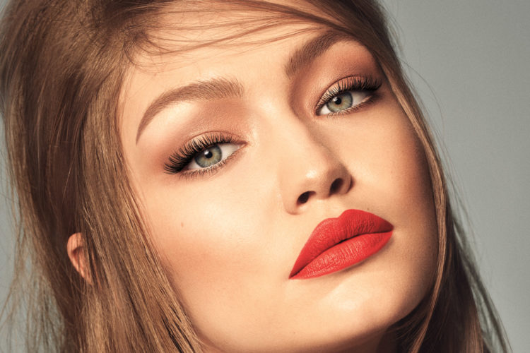 How To Become A Beautician With A Complete Guide